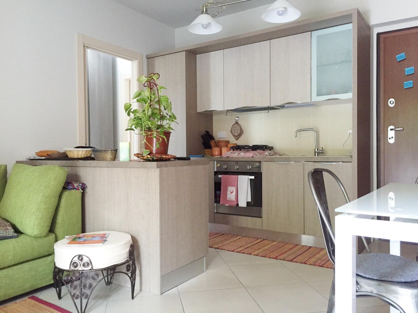 Progettare un open space che comprende cucina e soggiorno ha i suoi vantaggi vediamoli. 3 Soluzioni Intelligenti Per Arredare In 45 Mq Zeta Concept