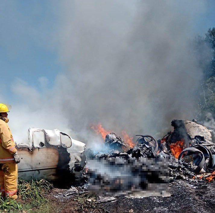 Confirman 6 muertos tras avionazo de la Fuerza Aérea en Veracruz