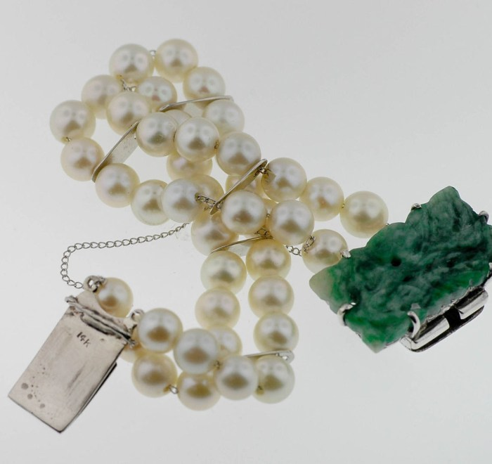 Vintage Lady's Double Strand Pearl Bracelet With Jadeite Clasp In 14 Karat Gold