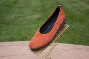 Women's TERRA AUSTRALIS Burnt Orange Suede Black Sole Pumps Shoes 6M Ex Cond