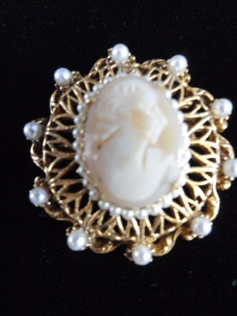 Vintage Florenzia Ornate Cameo Gold Tone Pin Brooch Pearls Round Pin