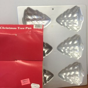 1984 Wilton Mini Christmas Tree Cake Pan #2105-779