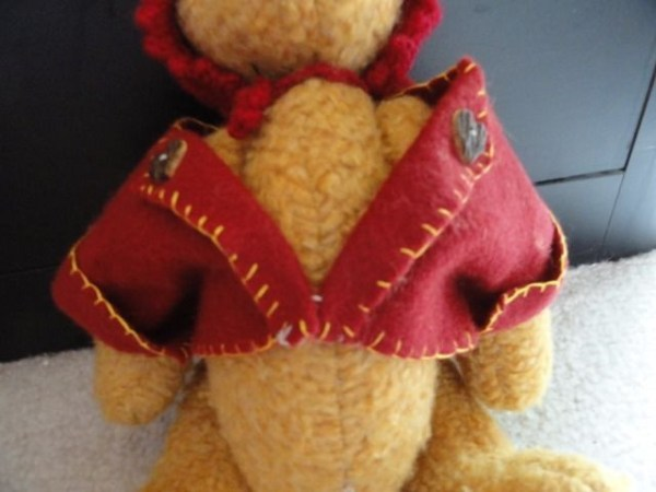 Vtg Handmade The Boyd's Collection Button  Jointed 14 Bear Crocheted Hat Jacket