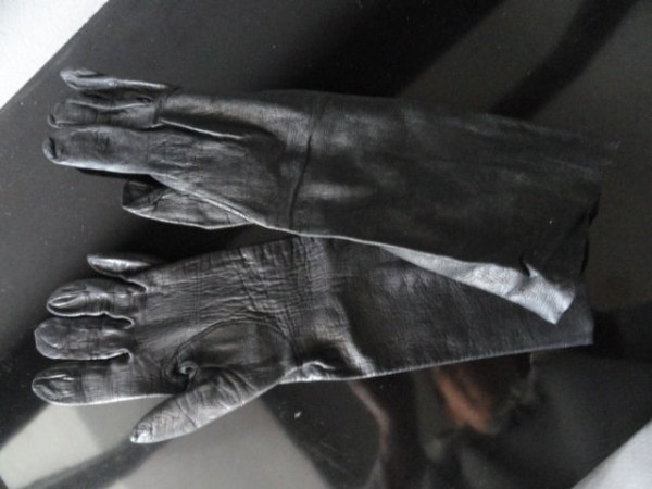 Vintage Ladies Long Sleeve Black Leather Gloves 6 Preowned Very Good Condition