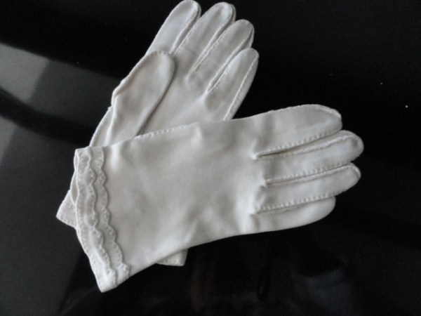 Vintage Ladies White Cloth Gloves Detailed 6 Preowned Excellent Condition