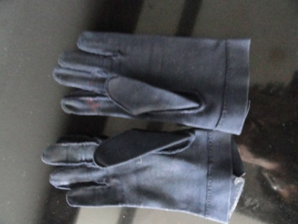 Vintage Ladies Navy Blue Cloth Gloves 6 Button At Wrist Preowned Great Condition