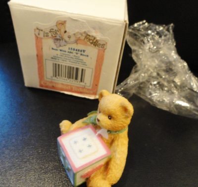 "CHERISHED TEDDIES Alphabet Teddy Letter ""V"" #158488V 1995 Pricila Hillman Enesco"