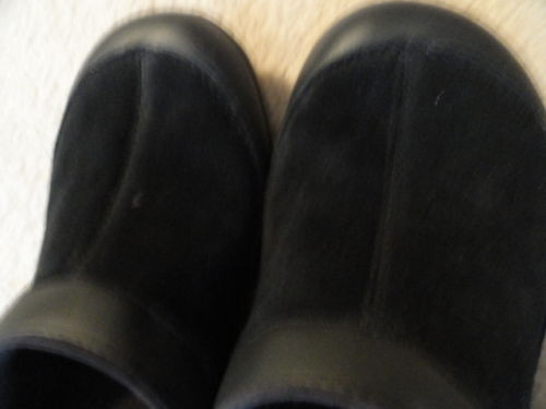 Girl's Crocs Black Suede Felt Lined  Black On Black Size 10/11 New With Tags