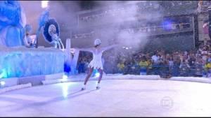 Carro da Tijuca tem patinação no gelo (Foto: Reprodução/TV Globo)