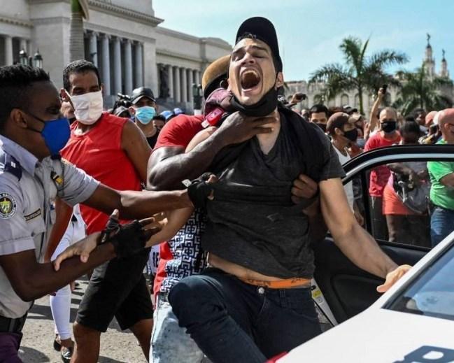 Não existe sistema de governo em Cuba, existe um sistema escravocrata praticado pela família Castro