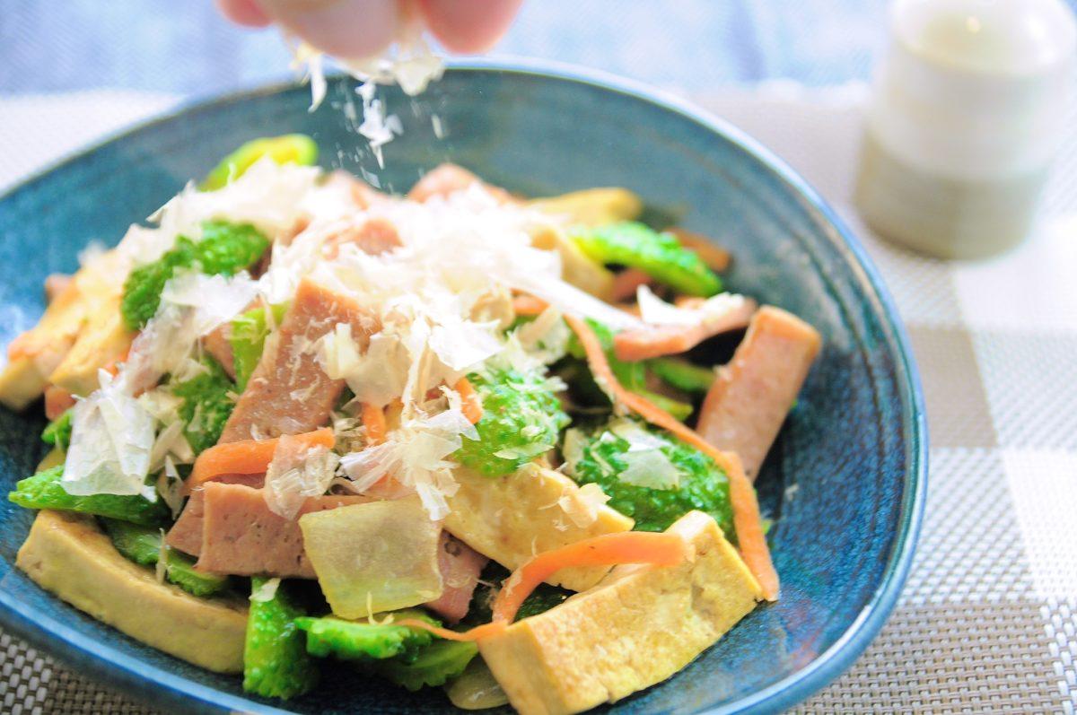沖繩料理:炒苦瓜(ゴーヤーチャンプルー)