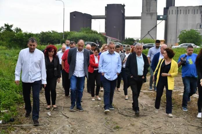 Milan Bandić obilazi divlje odlagalište otpada u Sesvetama