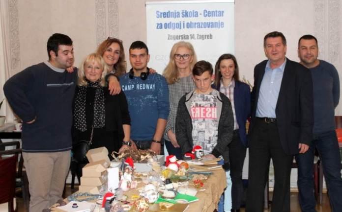Udruga DAR-MAR u Napretkovom kulturnom centru održala humanitarnu prodaju božićnih ukrasa
