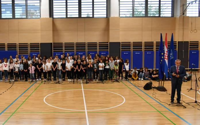 Jutros otvorena nova sportska dvorana Osnovne škole Tina Ujevića