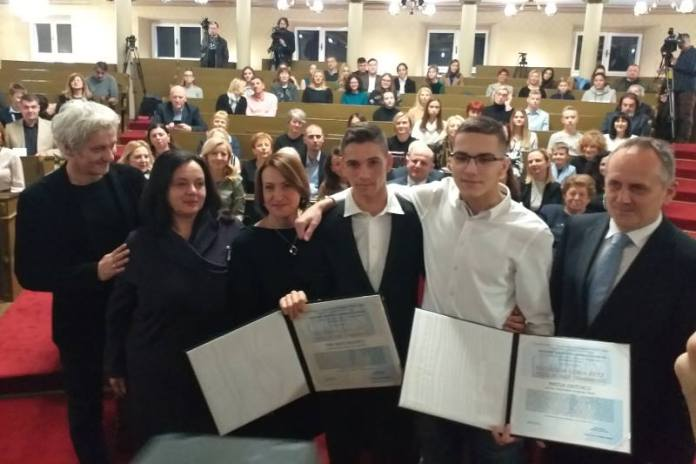 Niki Radujkoviću i Matiji Ostoiću uručena nagrada Luka Ritz - Nasilje nije hrabrost