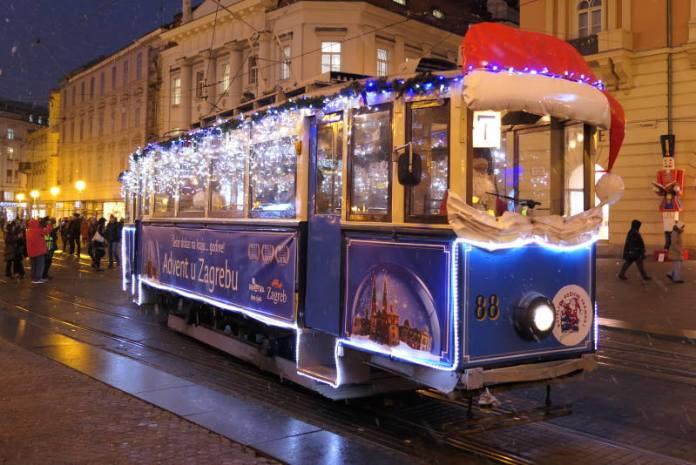 Od subote vozi Veseli božićni tramvaj, ali to je samo dio ZET-ove ponude tijekom Adventa u Zagrebu