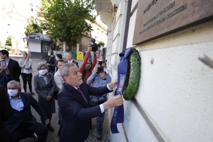Bandić položio vijenac u znak sjećanja na sugrađane poginule u raketiranju Zagreba u svibnju 1995.,