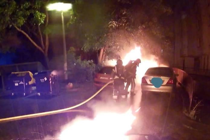 POŽAR NA VRBIKU: Zapalio se Peugeot, vatra se potom proširila na Mercedes