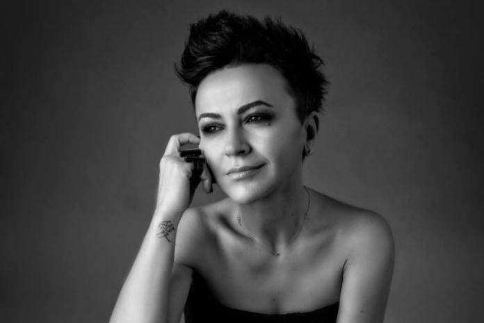"""U nedjelju """"Sunčana strana Prisavlja"""" nastupa pjevačka diva čarobnog glasa -  Amira Medunjanin"""