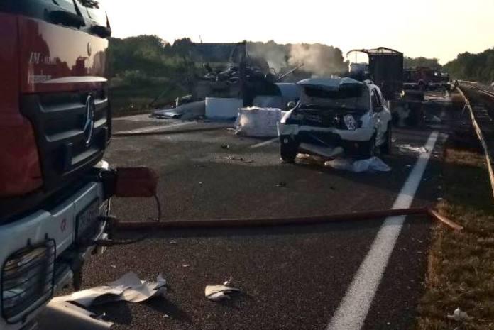 POGINULI VOZAČI DVAJU KAMIONA: Policija objavila detalje strašne nesreće na autocesti kod Ježeva