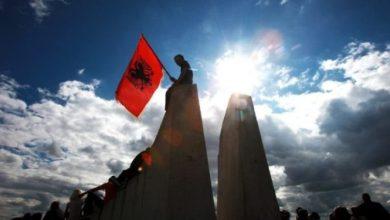 Photo of Ligji për simbolet, Meta: Përshendes Malin e Zi, komunat shqiptare do festojnë Ditën Kombëtare