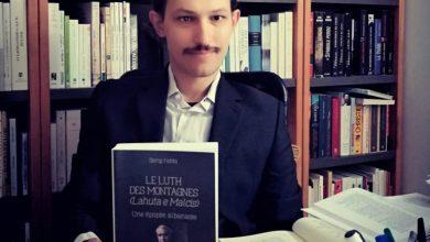 """Photo of Me """"Lahutën e Malcis"""" në frëngjishte, shqiptari sfidon epokën e smartfonëve"""