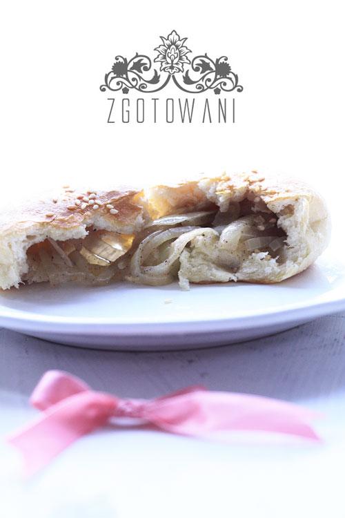 drozdzowe-bulki-z-cebula-2