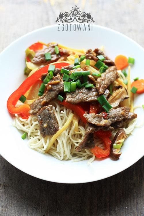 wolowina-z-makaronem-chow-mein-i-pedami-bambusa-7