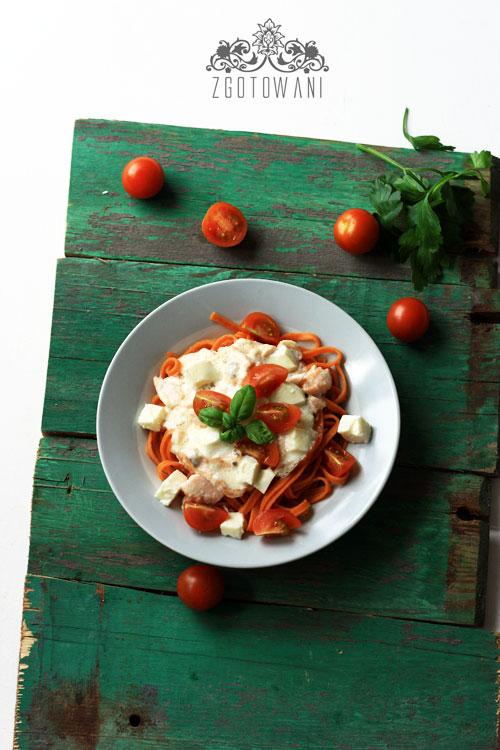 makaron-z-lososiem,-mozzarella-i-pomidorami-4
