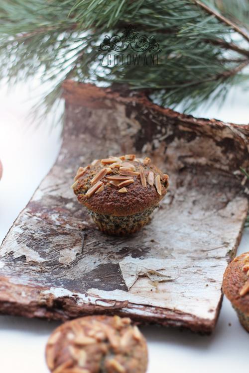 swiateczne-muffinki-z-makiem-i-migdalami-4