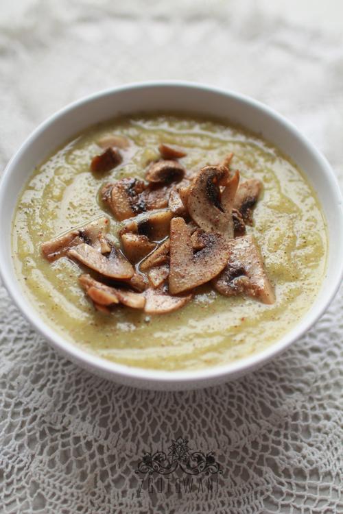 zupa-krem-z-brokulow-i-selera-naciowego-z-pieczarkami-5