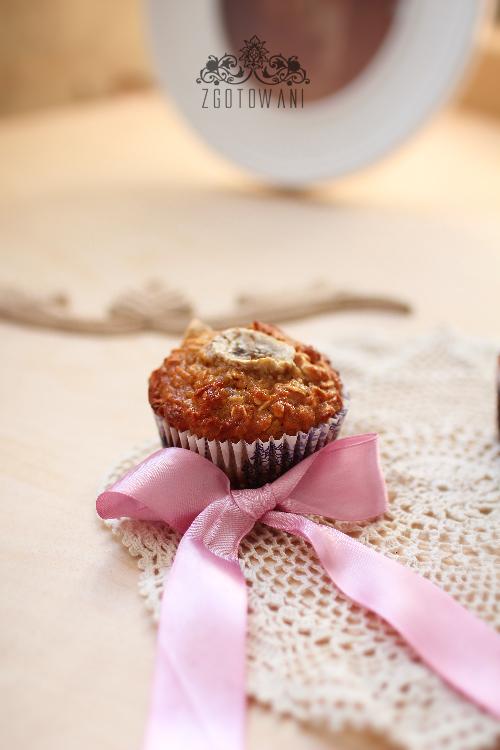 muffinki-jablkowe-z-platkami-owsianymi-i-bananem-6