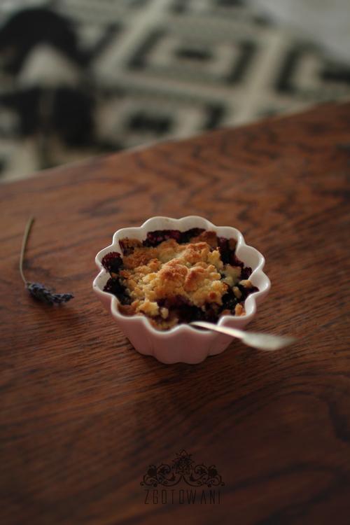 crumble-na-fruktozie-z-jagodami-3