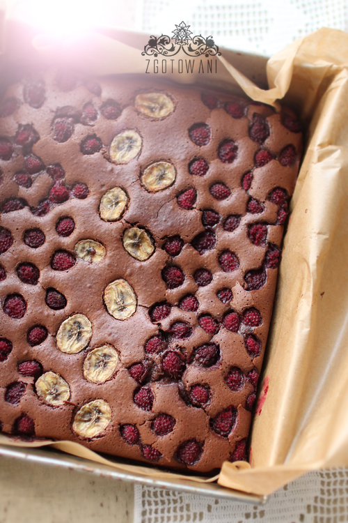 brownies-z-malinamii-i-bananem-5