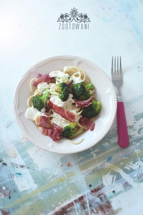spaghetti-z-cheddarem,-brokulami-i-szynka-szwarcwaldzka-7