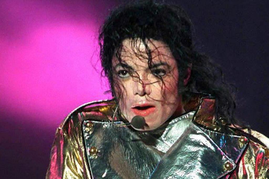 Fortuna de Michael Jackson rende US$ 700 milhões cinco anos após sua morte ALAIN FULCONIS/AFP