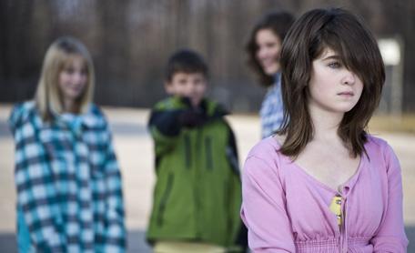 С ребенком не хотят дружить. Если ребенок ни с кем не дружит: борьба с детским одиночеством