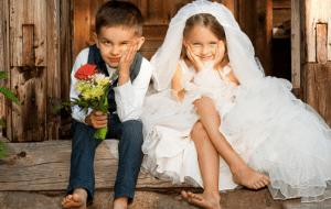 結婚式の服装や招待状にもマナーがあるってホント?ドレスやグローブも迷いどころ!