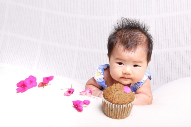 Baby wants to eat cupcake!