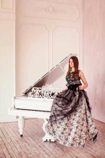 Фортепианный Дуэт София Сахнова И Антонина Лузько В Платьях L-Alix Collections (1)