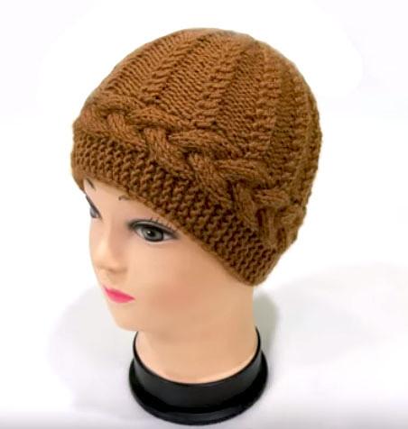 Не сложная ,но интересная шапочка с горизонтальной косой (Вязание спицами)