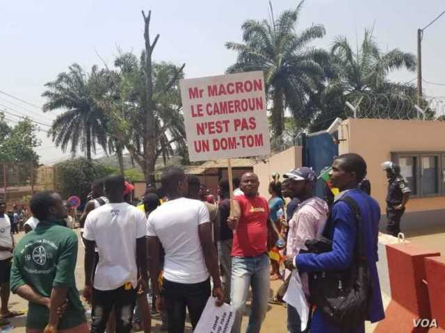 Youths protest against French President Emmanuel Macron's declarations over how Cameroon is handling the conflict in its English-speaking regions, outside the French embassy in Yaounde, Feb. 24, 2020. (Moki Edwin Kindzeka/VOA)