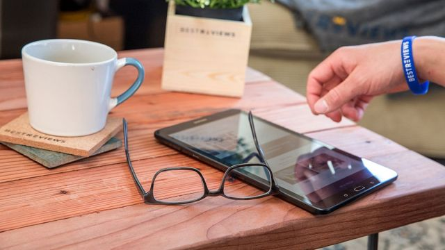 tablet vs laptop pros and cons which is batter