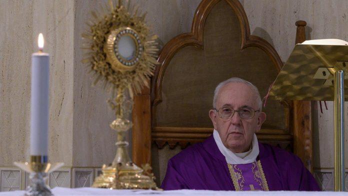 """Papa Francisc în capela """"Sfânta Marta"""" din Vatican"""