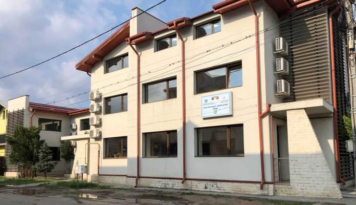 """Sediul fostului Centru Social """"Best Life"""" pentru copiii defavorizați din Craiova transformat în școală postliceală privată"""