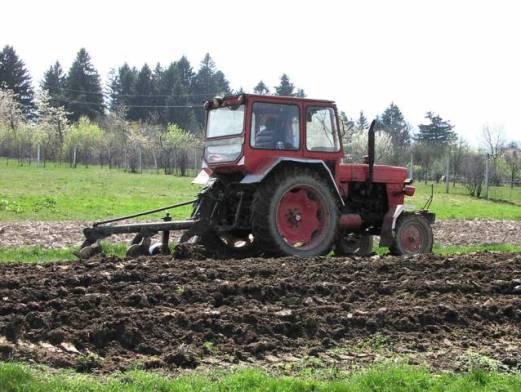 Tractor-la-arat