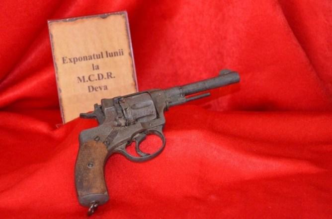 pistol nagant 1895