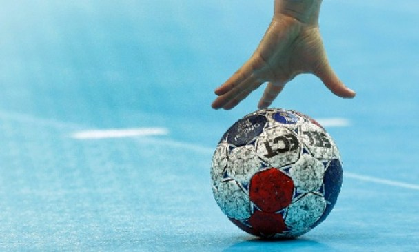Sweden's goalkeeper Cecilia Grubbstrom grabs a ball during their women's handball preliminary match against France at the 2012 Summer Olympics, Wednesday, Aug. 1, 2012, in London. (AP Photo/Matthias Schrader)