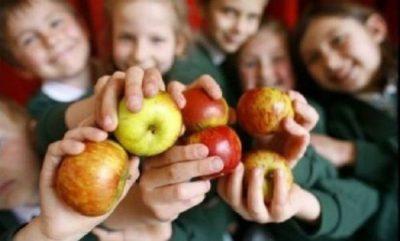 Două milioane de copii vor primi în noul an școlar fructe și legume proaspete, lapte și produse de panificație