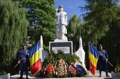 Eroii din adâncuri omagiați și la statuia minerului din centrul municipiului Vulcan